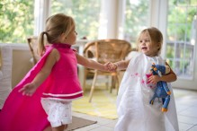 Toddler sisters dance (Photo: Donnie Ray Jones)