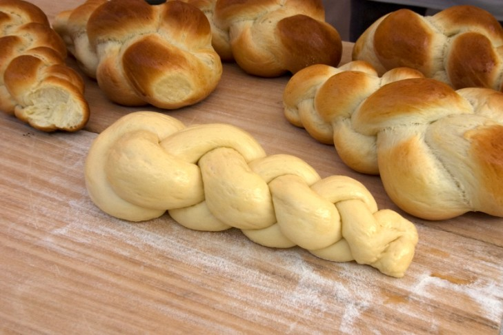 Fresh-Challah-Bread-000004215817_Small