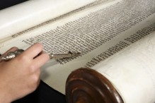 Human-hand-with-a-yad-touching-the-torah-000006458096_Medium