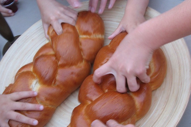 hands_and_challah
