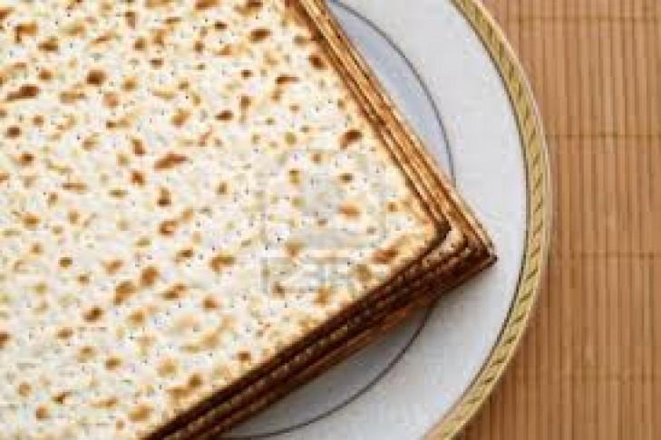 matzah_on_plate