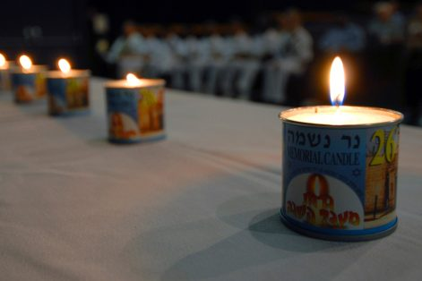 Memorial candle (Photo: James E. Foehl/United States Navy)