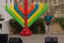 balloon-menorah