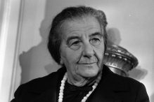 5th November 1970:  Israeli Prime Minister Golda Meir (Golda Mabovich, 1898 - 1978) at a London Press Conference.  (Photo by Harry Dempster/Express/Getty Images)