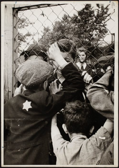 The prison at Czarnecki Street, a rallying point before deportation_Henryk Ross