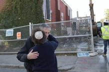 Ira Novoselsky, president of the Congregation Tifereth Israel Synagogue, was hugged by Anne Steinman after a brief ceremony to honor the history of the synagogue. (JONATHAN WIGGS/GLOBE STAFF)