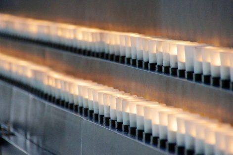 Candles at the United States Holocaust Memorial Museum (Photo: Ted Eytan/Flickr)