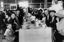 Immigrants having lunch at Ellis Island just before the First World War. Ellis Island received as many as 790,000 immigrants at this time. (ASSOCIATED PRESS/WIDE WORLD)