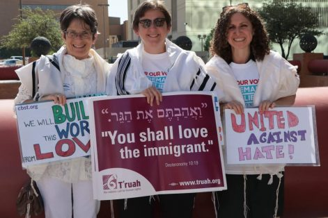 From left: Rabbi Sharon Cohen Anisfeld, president of Hebrew College, at the courthouse in El Paso, Texas, with Rabbi Sharon Kleinbaum of Congregation Beit Simchat Torah in New York City and Rabbi Stephanie Ruskay of the Jewish Theological Seminary. (Photo: Harold Levine)