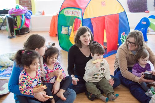 A popular playgroup and other programs run by the Jewish Community Centers of Greater Boston, with support from Combined Jewish Philanthropies of Greater Boston, attracts more than 1300 families from Arlington and the surrounding MetroNorth region. The JCC holds classes at Ready, Set, Kids!,a shared space in Arlington. (Courtesy JCCGB)