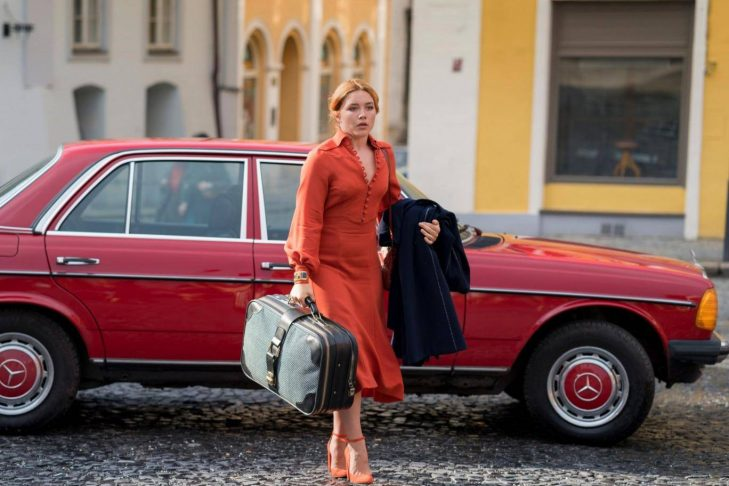 """Florence Pugh as Charmian """"Charlie"""" Ross in """"The Little Drummer Girl"""" (Promotional still)"""