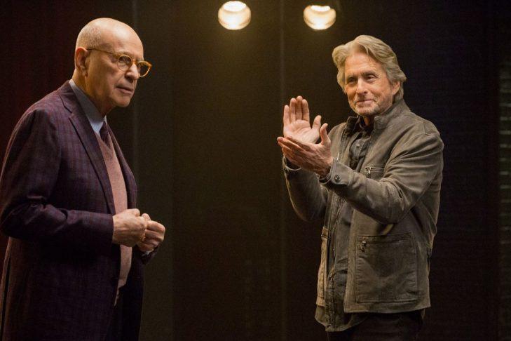 "Alan Arkin and Michael Douglas in ""The Kominsky Method"" (Photo: Mike Yarish/Netflix)"