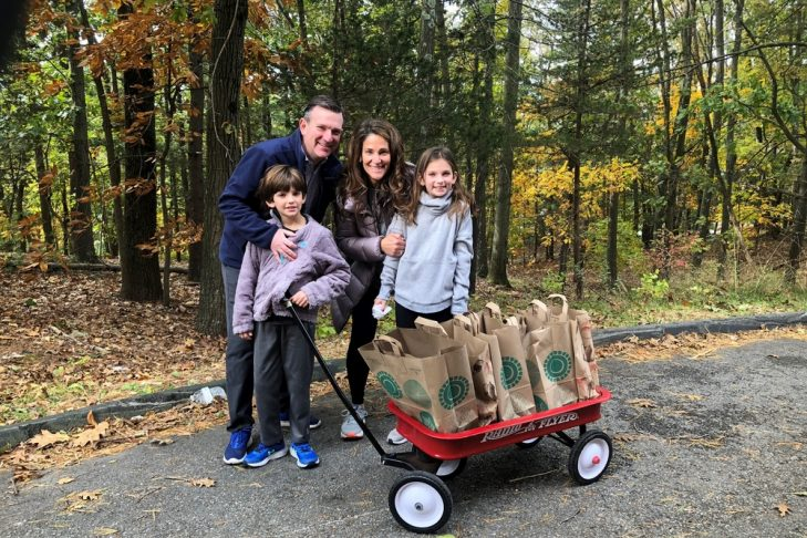 Jill and Stephen Kramer and their kids volunteering with Family Table (Courtesy photo)