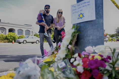 Mourners Troy and Katie McKinney and their son Wynn looked at a makeshift memorial placed outside the Chabad of Poway Synagogue in Poway, Calif.(SANDY HUFFAKER/AFP/GETTY IMAGES)