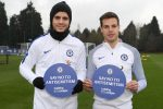 REFERRAL: COBHAM, ENGLAND - JANUARY 12: Alvaro Morata and Cesar Azpilicueta of Chelsea backs the Say No To Antisemitism campaign at Chelsea Training Ground on January 12, 2018 in Cobham, England. (Photo by Darren Walsh/Chelsea FC via Getty Images)