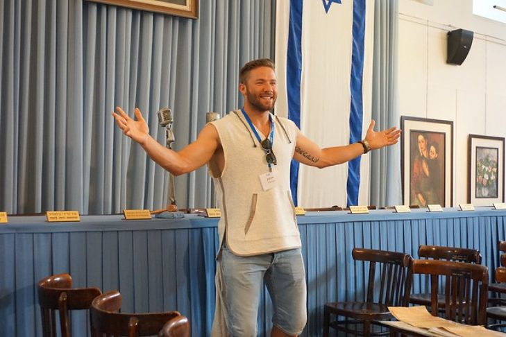 Julian Edelman at Independence Hall in Tel Aviv in 2015 (Photo: Dan Seligson)