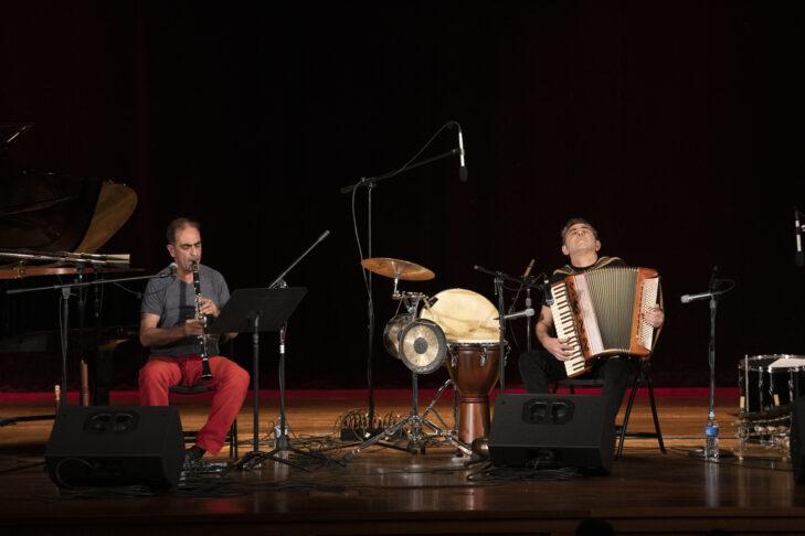 Lerner & Moguilevsky perform at Dwight Hall at Framingham State University (Photo © Dominic Chavez)