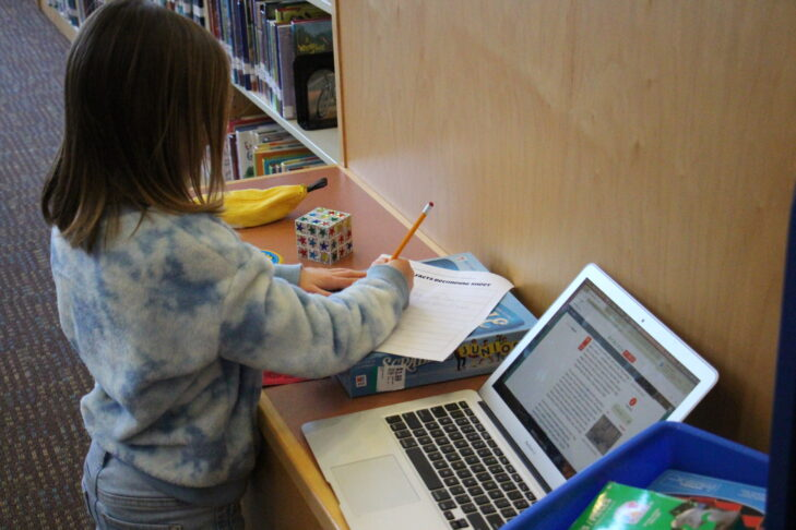 Rashi Student in Library with a Computer