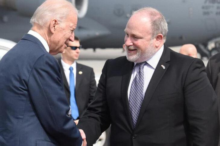 President Joe Biden shakes hands with Ambassador Meron Reuben (Courtesy Consulate General of Israel to New England)