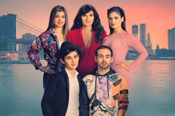 """Julia Haart and her family in """"My Unorthodox Life"""" (Promotional still: Netflix)"""