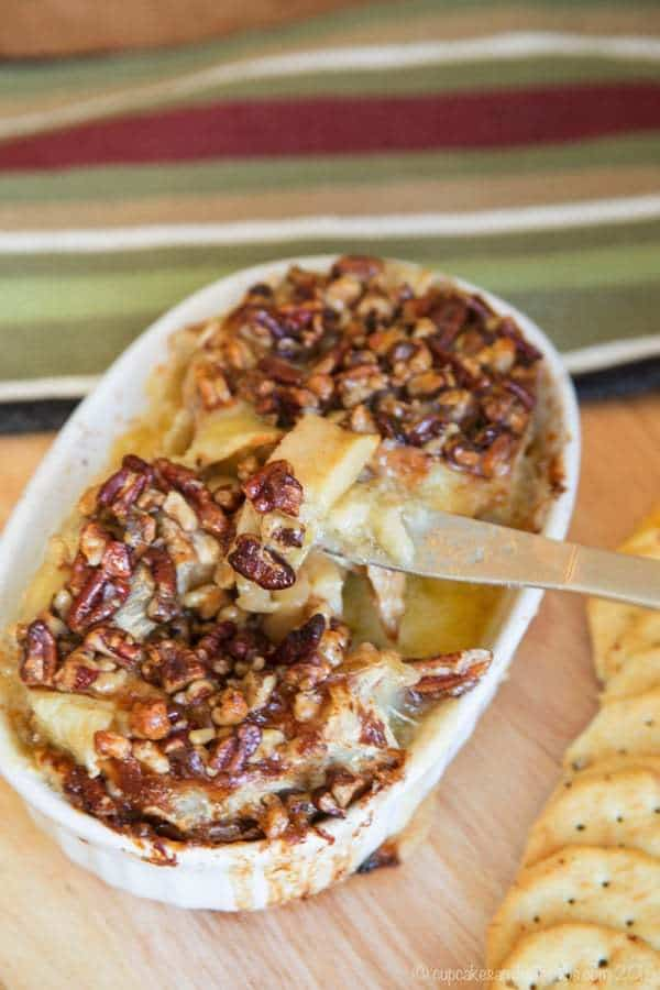 Bloomin 'Brie apples with honey and nuts